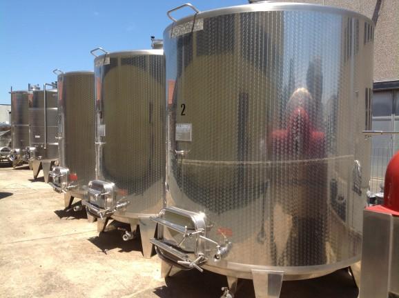 Cisterne in vetroresina per vino